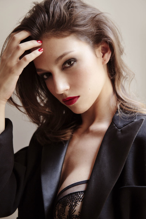 Vim Ursula Corbero Manicura – Naomi Gayoso